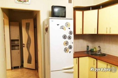 куда поставить холодильник на кухне