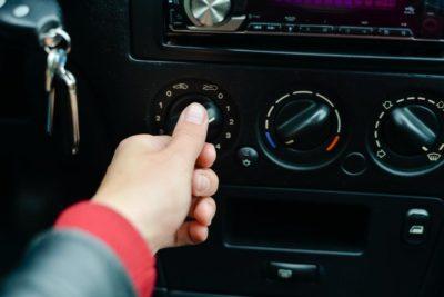 как включается кондиционер в машине