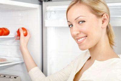 почему в холодильнике запах