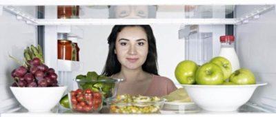 как вставить полки в холодильник
