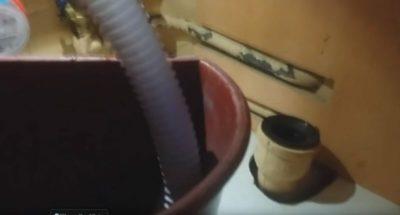 как прочистить слив в холодильнике
