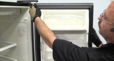как приклеить резинку на двери холодильника
