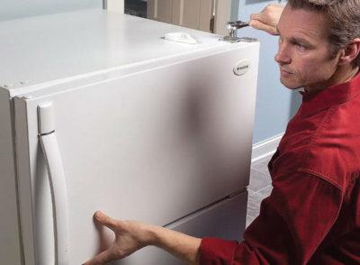 как поменять петли на холодильнике