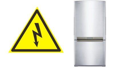 почему холодильник бьет током